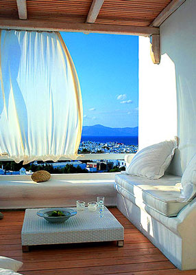 Capture the feel of a sun-drenched vacation with Greek Mediterranean decorating.